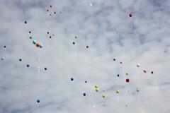 Luftballons vor dem Himmel