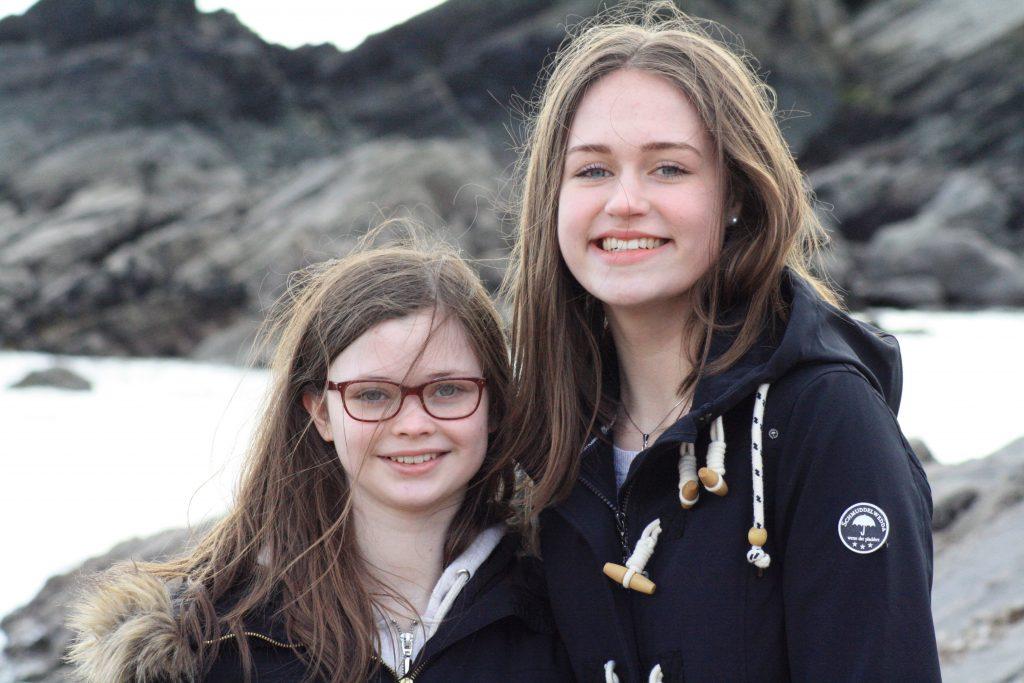 Jugendliche vor dem Meer