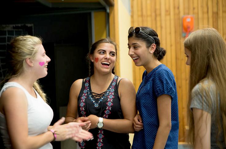 lachende Schülerinnen