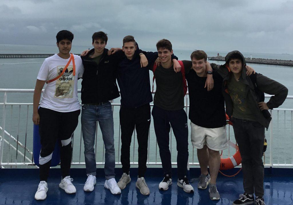 Schüler auf dem Weg nach London